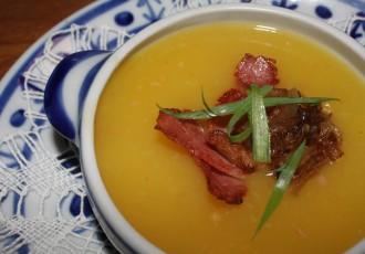 Sopa de mandioquinha com bacon  (Letícia Massula)