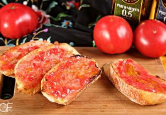 Pan con tomate (Gabi Butcher para Garfo & Foco)
