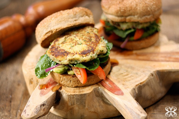 sweet-potatos-and-quinoa-vegan-burguer-(leticia-massula-for-cozinha-da-matilde)