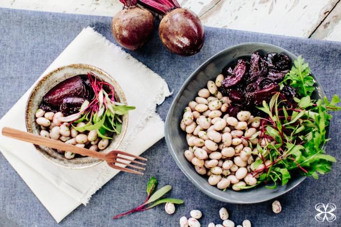 sazonal-salada-de-beterraba-com-feijao-rosado-3-(flavia-valsani-foto-leticia-massula-e-andrearaujo-producao-para-cozinha-da-matilde)